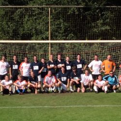 De 'Jong Boeruh' verslaan de 'Ouw Boeruh' Kermisvoetbal bij KPJ Beek en Donk